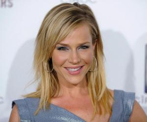 Julie Benz<