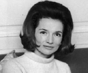 Jackie Kennedy (Jacqueline Kennedy Onassis) Biography - Facts