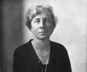 Lillian Moller ...<