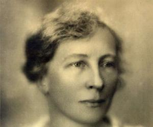 theory of frank and lillian gilbreth Read this biographies essay and over 88,000 other research documents frank and lillian gilbreth frank and lillian gilbreth 20th century gru's frank and lillian gilbreth were 20th century motion study experts.