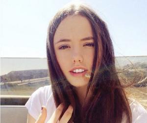 Lily Mo Sheen<