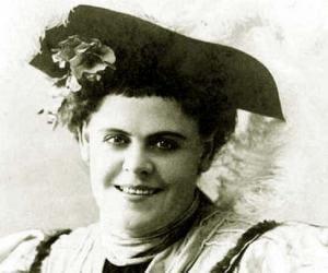 Marie Dressler<