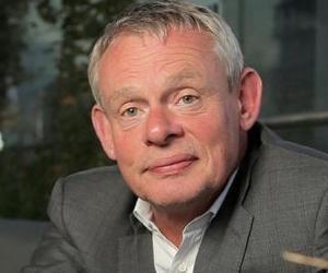 Martin Clunes<