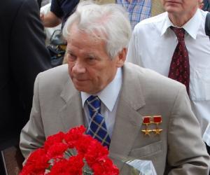 Mikhail Kalashn...<