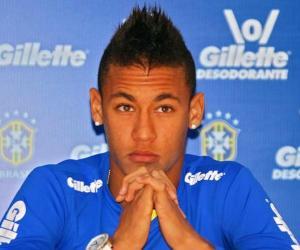 Neymar<