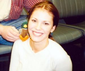 Nikki Cox<