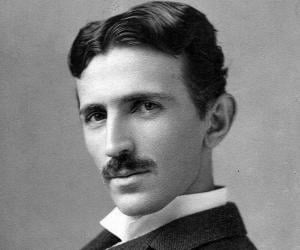Nikola Tesla<