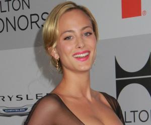 Nora Arnezeder<