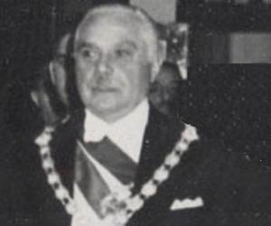 Rafael Leónida...<