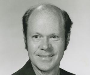 Robert Woodrow ...<