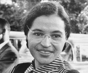 Rosa Parks Biography - Childhood, Life Achievements & Timeline