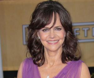 Sally Field<