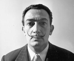 the life and political ideology of salvador dali Salvador dali was a spanish painter who was an advocate of surrealism read  this biography to  political ideology: anarchist and monarchist.