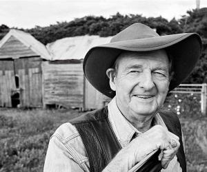Slim Dusty<