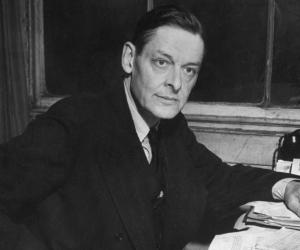 a biography of thomas stearns eliot an essayist Selected essays of ts eliot (new edition) [ts(thomas stearns) eliot] on amazoncom free shipping on qualifying offers.