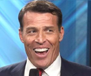Tony Robbins Biography - Childhood, Life Achievements & Timeline