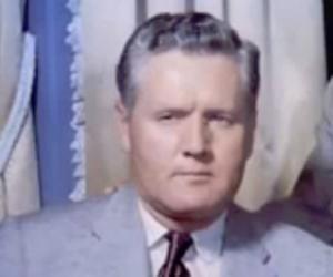 Vernon Presley<