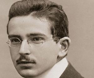 walter benjamin essays online The essays collected here are all the work of noted benjamin scholars,  online price:  about walter benjamin and history walter benjamin's collection of.