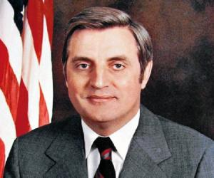 Walter Mondale biography online