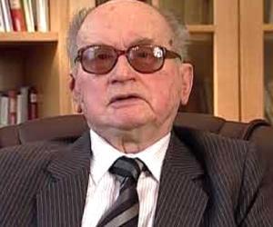 Wojciech Jaruze...<